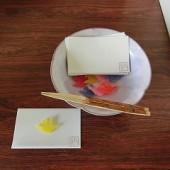 お菓子は 折り鶴