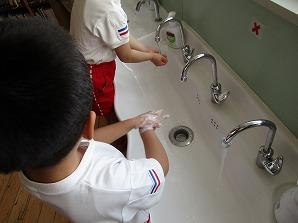 石けんでしっかり洗います。