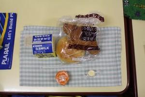 きょうは、パン給食。