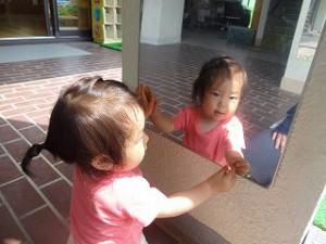 鏡とにらめっこ中…