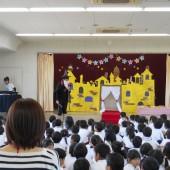 今年のテーマは魔法のお城。先生方は魔法使いで登場します。