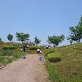 スモック脱いで、給水後、丘の上へLet' go!