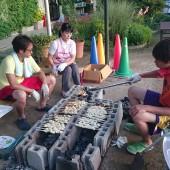 先生たちがパンを焼き始めています。