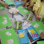 年少・つぼみ組は親子で手形で羊を作りました。