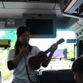 ウクレレで歌を歌いました