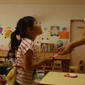 一学期、元気に幼稚園にこれたので、先生からがんばったねカードをもらいました!