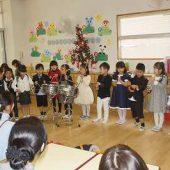 年長組は「あわてんぼうのサンタクロース」の曲で合奏をしました。