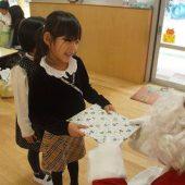 幼稚園にもサンタさんが来てくれました!みんなプレゼントをもらってとても嬉しそうでした。