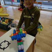 Bブロックで飛行機を作っています。