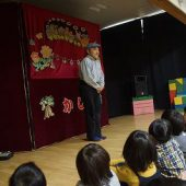 子ども達は影絵を見られる事をとても楽しみにしていました。