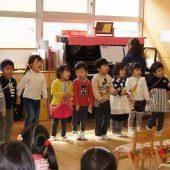 年少組は振り付きで「さんぽ」を歌いました。