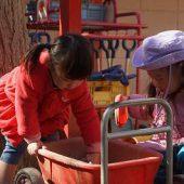 お外遊び・・・幼稚園のお友達と一緒に遊びます
