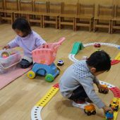 登園・・・幼稚園に登園したお友達からお部屋で遊びます