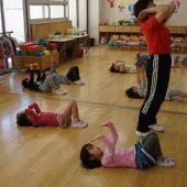 ブリッジの練習をしました。インストラクターの先生に方法を教えていただきました。
