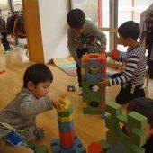 ブロックで何が作れるか相談しながら遊んでいました。