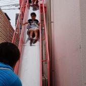 避難用滑り台は繰り返し取り組んでいくことで、上手になってきました。