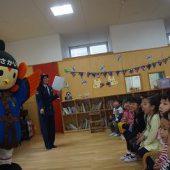 堺警察署の防犯マスコットキャラクターの「さかいまもる」くんとおまわりさんのお話しをききました。