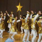 年少組は羊・星の役になり、ダンスをしました。