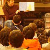 お帰りの前に先生に絵本を読んでもらいました。