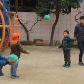 年中組のお友だちは、外遊びでもするくらい大好きなボール遊びなのでとても楽しそうでした。