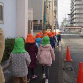 幼稚園の近くの土居川に出発です。