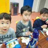 お昼は、お弁当を皆で食べました。