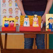 それぞれのクラスで作ったひな人形の紹介がありました。