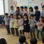 年長組も歌を歌った後、年少、年中組にメッセージを伝えました。