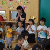 各クラスのお当番さんがお祈りをしました。