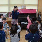 英語で歌遊びをしました。