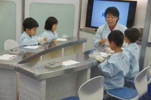 医薬研究所(リップクリーム作り)