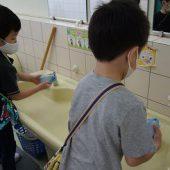おもちゃで遊んだ後はしっかりと手を洗います。
