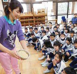いよいよ、3クラスで精米したお米を炊いて食べる日がやってきました!
