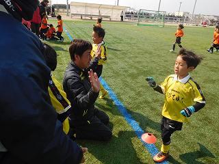 結果は、なんと!! 優勝です!! 阪上コーチと、勝利のハイタッチ!