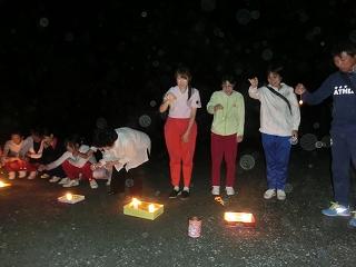 最後は先生たちの線香花火対決で盛り上がりました!!楽しかったですね♪