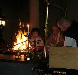 園長先生が子ども達を代表して、護摩焚きに参加しました。