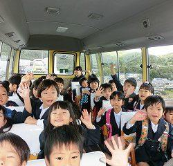 バスに乗って!さぁ!出発ー!