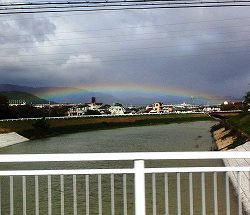 道中なんと!きれいなアーチの虹を見ることができました♪