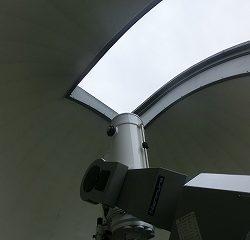 中へ入ると星を観測できるとても大きな望遠鏡がありました!みんな興味深々♪