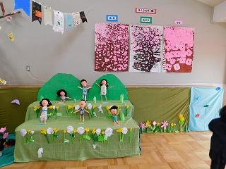 桜を中心に季節を表現していた年中さんの「春」です。年中さんは、『張り子人形』をコツコツと作っていましたね。
