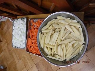 まずは野菜を切ります✩