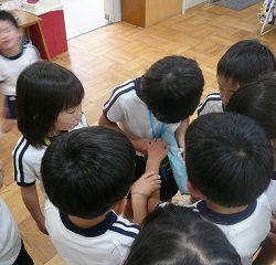 興味津々な子どもたちは早速先生に報告!!先生たちもビックリ!!