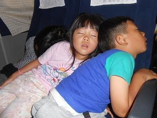 帰りのバスは疲れてぐっすりでした・・・。