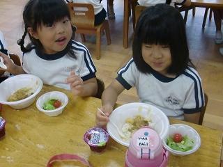 夕食はカレー(o^―^o)