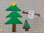 クリスマス会までに、幼稚園を飾りでいっぱいにしましょうね!!サンタさん喜んでくれるかな??先生たちも楽しみです!
