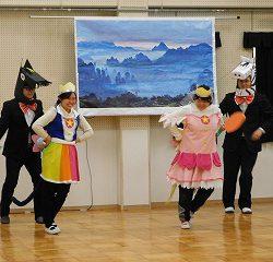 プリキュアに変装した三蔵法師の登場に子供達も大興奮!