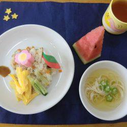 この日の給食は「七夕寿司と天の川のすまし汁」です!