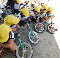 「ありがとう」と一輪車に語り掛けている子どももいました!