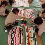 音楽を描く子どもたち。