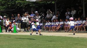 年中児競技「一周かけっこ」。おいつけ、おいこせ。